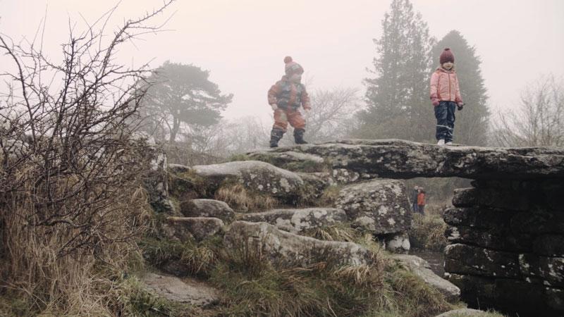 Kids playing Pooh Sticks on Posrbridge in Dartmoor Videos